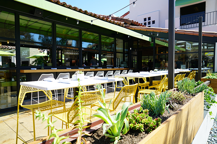 Attirant True Food Kitchen Pasadena · True Food Pasadena Patio ...