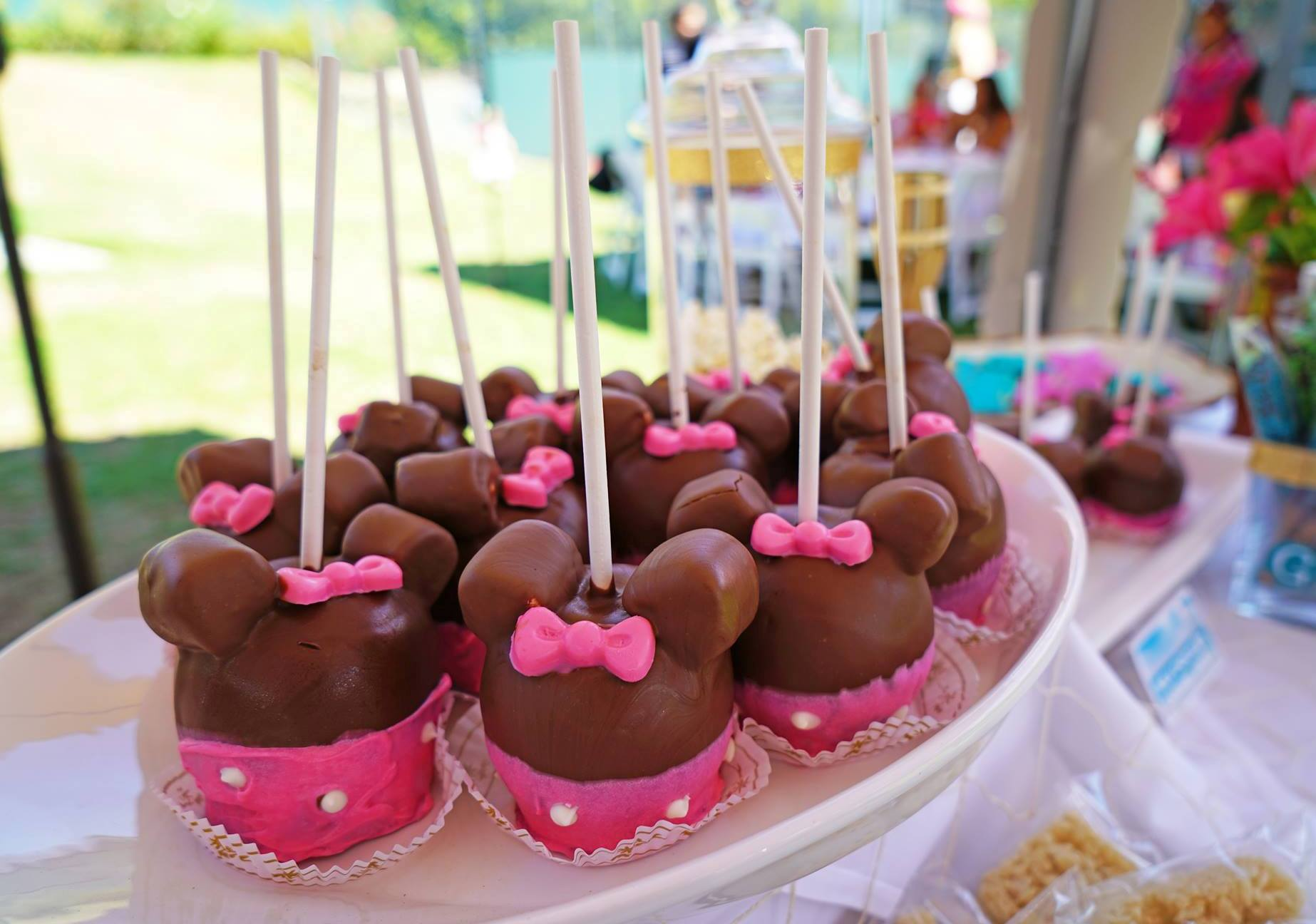 Minnie mouse caramel chocolate apples